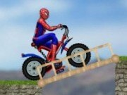 Spiderman cu bicicleta pe teren periculos