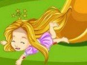 Rapunzel se loveste la joaca