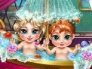 Micile printese din Frozen fac baie